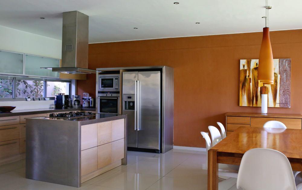 Moderne Kueche und Essbereich im Appartement - kitchen and dining table