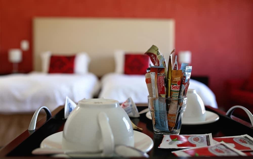 Tablett mit Kaffeetassen im Appartement - tablet with coffee cups in apartment